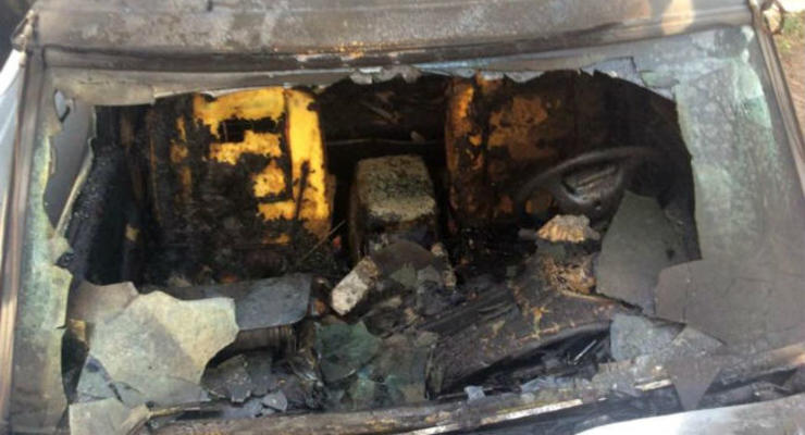 В Харькове сожгли автомобиль волонтеров для армии