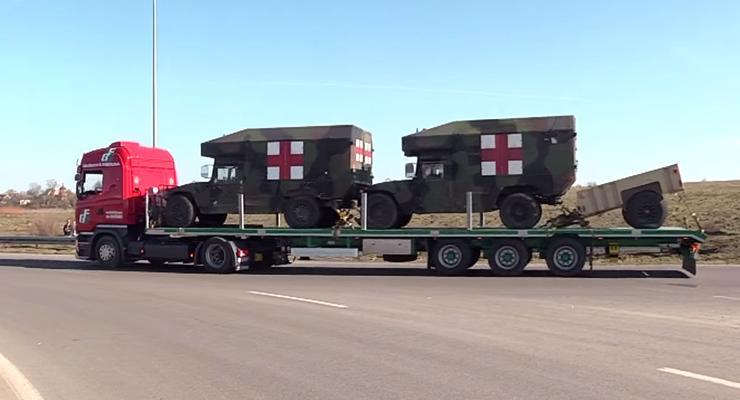 Во Львов прибыла колонна военной техники из США