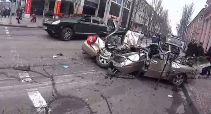 Танк террористов ДНР раздавил автомобиль в Шахтерске: 2 погибших