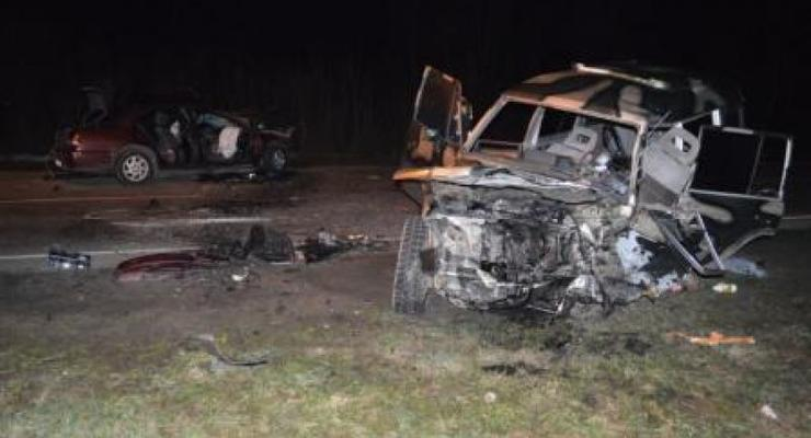 На Ровенщине лоб в лоб столкнулись Nissan и Mitsubishi с военными, есть жертвы