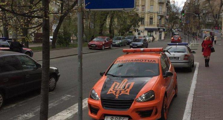Лидер Автомайдана показал навыки парковки на зебре (фотофакт)