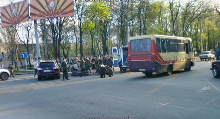 В Донецке боевик устроил ДТП и прострелил ногу водителю - СМИ
