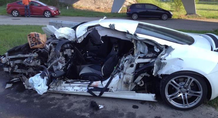 Под Киевом девушка на Audi R8 на огромной скорости протаранила дорожников