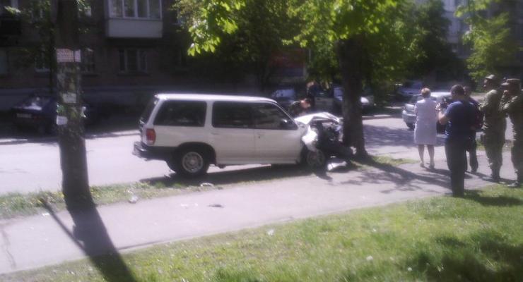 В Киеве военный попал в аварию возле гостиницы Минобороны (фото)