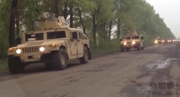 Американские Humvee отправили в зону АТО, не изменив их камуфляжа (видео)