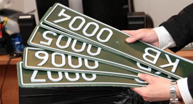 В МВД показали новые номерные знаки для машин волонтеров и спецподразделений
