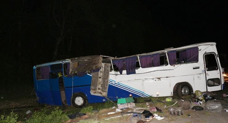 В Винницкой области автобус попал в аварию, есть жертвы