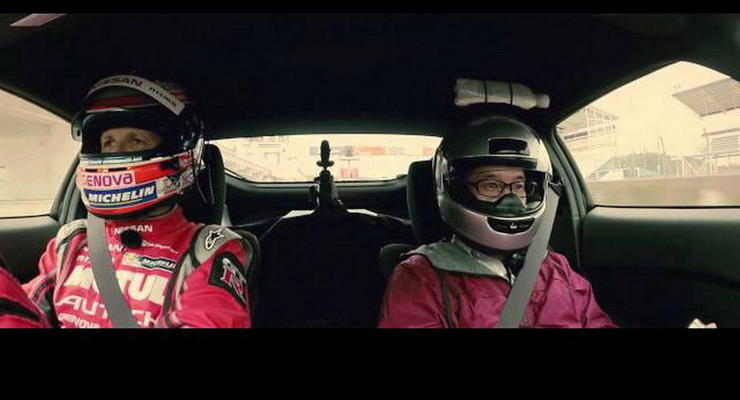 Во время гонки на Nissan Fairlady Z на голове штурмана взбили масло (видео)
