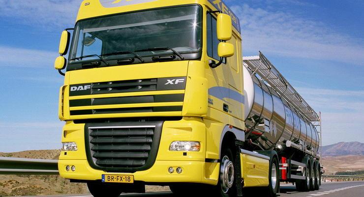 В Украине с 1 июня ограничивают движение грузовиков