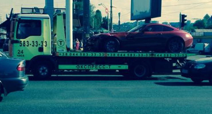 В Киеве разбили единственный в стране спорткар Mercedes AMG GT (видео)
