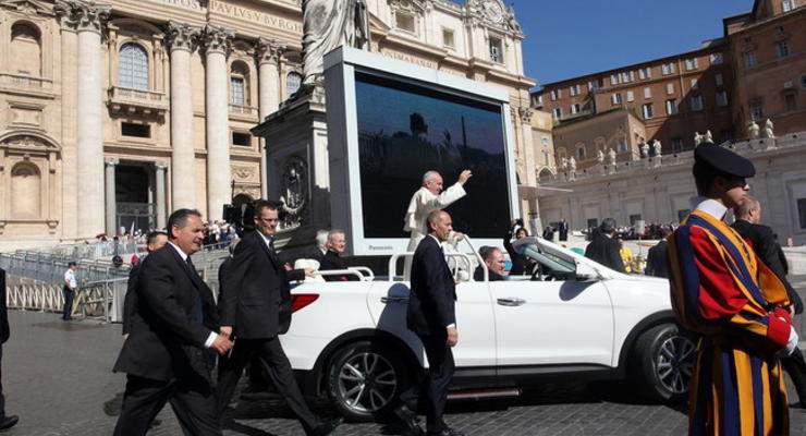 Папа Римский Франциск получил новый Папамобиль (фото)