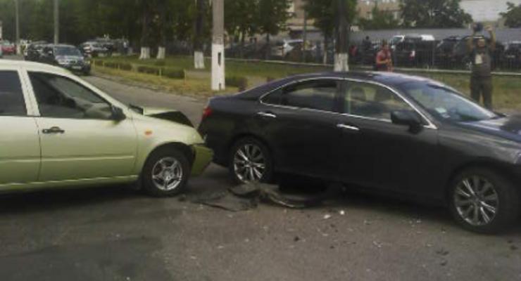 В Киеве Lexus таранил ВАЗ, есть раненые (фото)