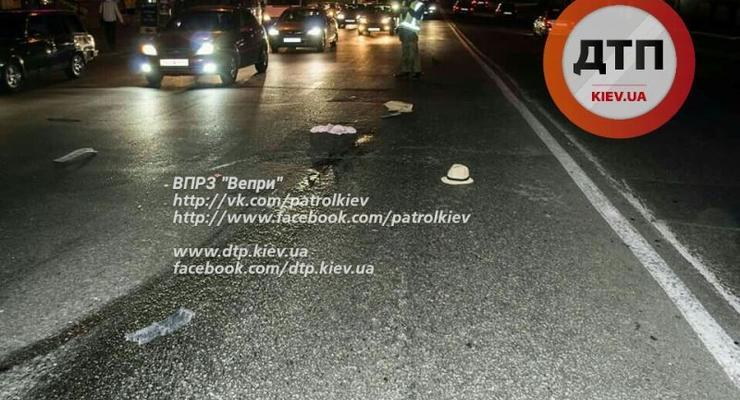 В Киеве Skoda Superb раздавила сбитую скрывшимся автомобилем женщину (фото)