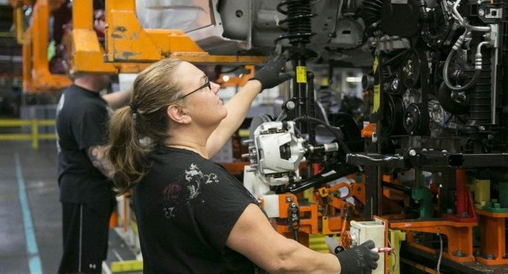 Компания GM анонсировала выпуск загадочной новой модели