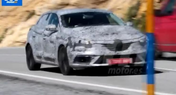 В объективы шпионов попал новый Renault Megane (видео)