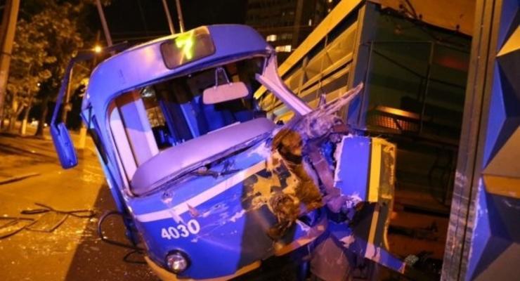 В Одессе грузовик таранил трамвай (фото)