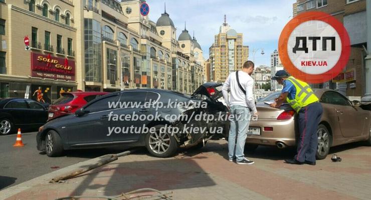 В центре Киева столкнулись два Lexus и Mazda (фото)