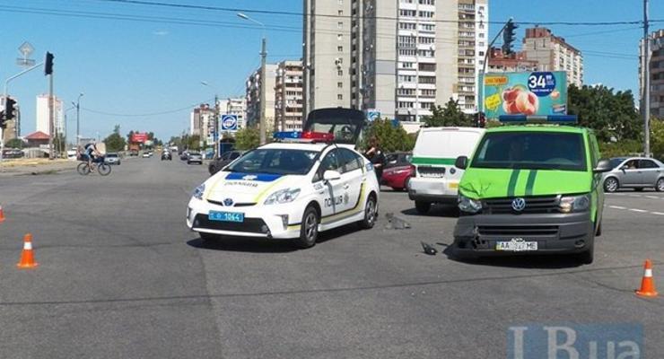 В Киеве инкассаторы устроили аварию (фото)