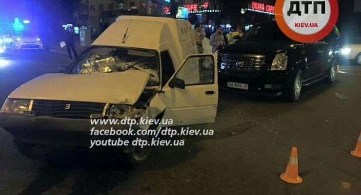 В центре Киева водитель Таврии разбил Cadillac Escalade и сбежал (фото)