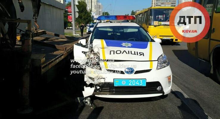 Патрульные полицейские попали в очередное ДТП в Киеве