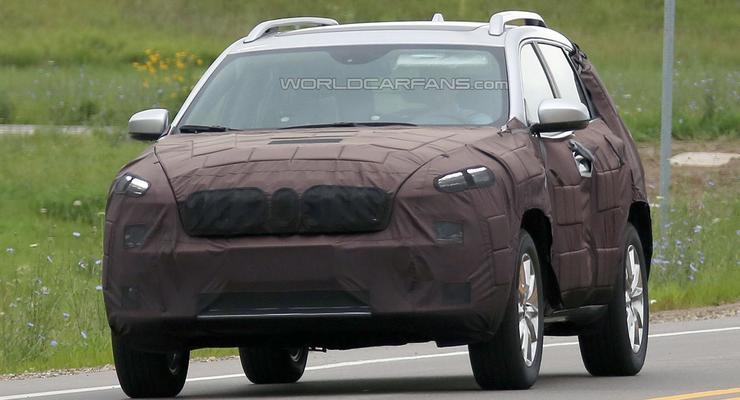 Обновленный Jeep Cherokee впервые вывели на тесты (фото)