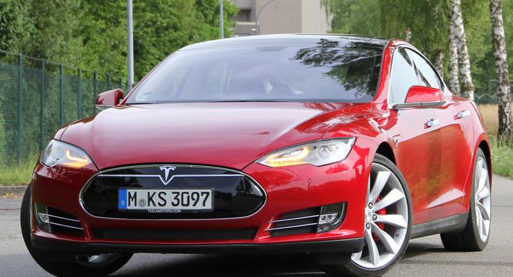 Tesla Model S улучшили разгонную динамику до уровня спорткаров