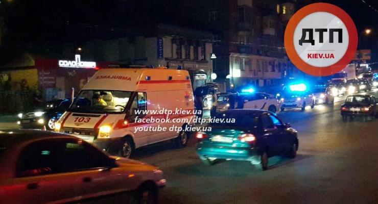 В Киеве серый Volkswagen Touareg насмерть сбил пешехода и скрылся (фото 18+)