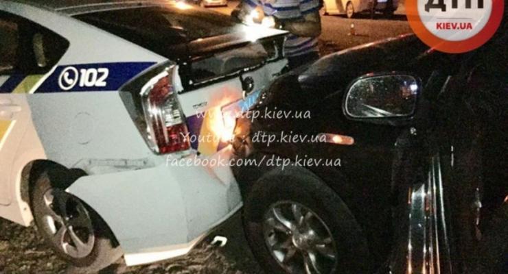 В Киеве неадекватный водитель SsangYoung разбил два патрульных Toyota Prius