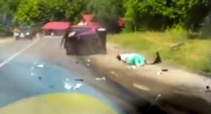 Водитель снял на регистратор страшное ДТП в Хмельницкой области (видео)