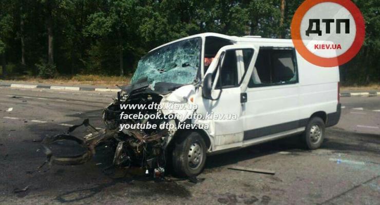 Под Киевом Ford отправил фуру Renault Magnum в остановку (фото)