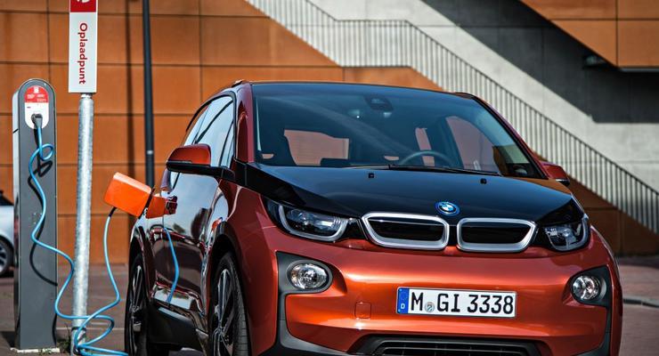 Apple ведет переговоры о постройке своего первого авто на базе BMW i3