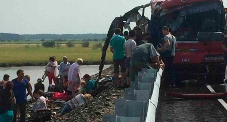 В столкновении автобусов на востоке РФ погибли как минимум 13 человек