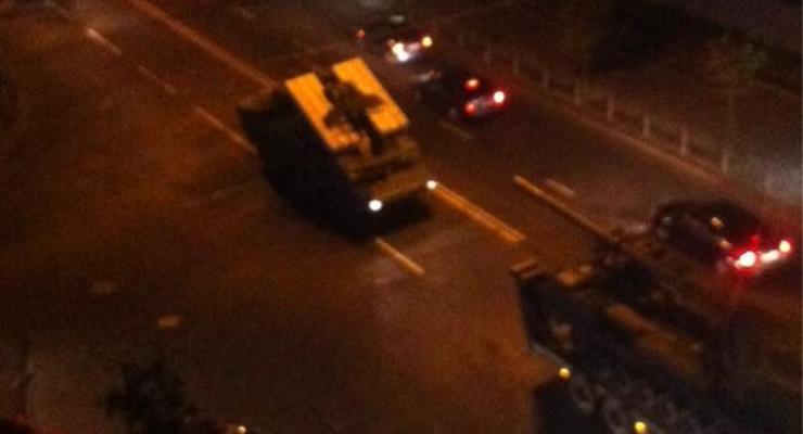 По ночному Киеву проехала военная техника (фото)