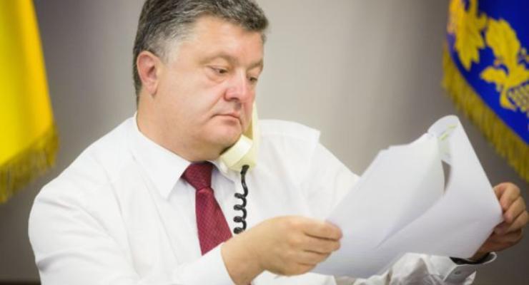 Порошенко подписал закон об открытии реестров автомобилей