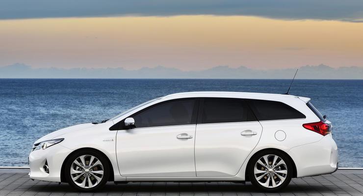 В Украине начались продажи нового Toyota Auris