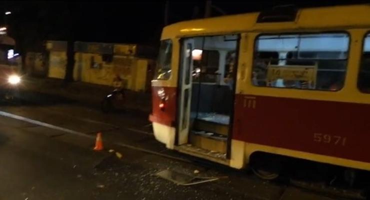 В Киеве Газель фаст-фуда врезалась в трамвай (видео)