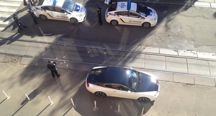 """В Киеве нетрезвый водитель Bentley """"засевал"""" полицию долларами (видео)"""