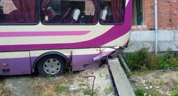 Во Львовской области автобус съехал в кювет: пятеро пострадавших