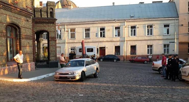 Во Львове пьяные девушки врезались в маршрутку и подрались с полицейскими