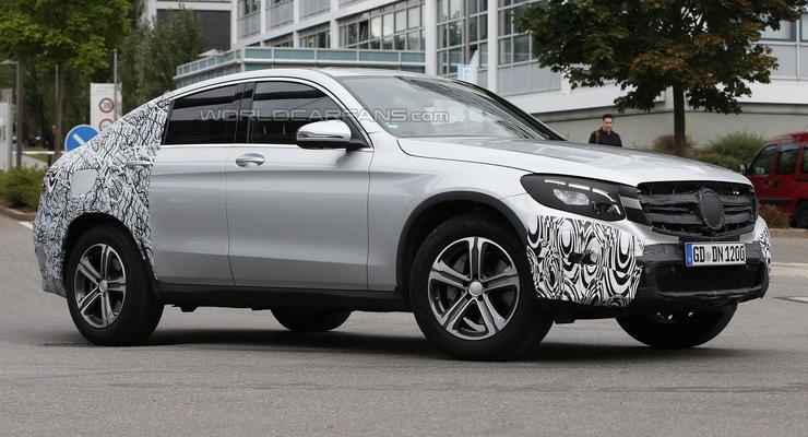 Mercedes вывел на тесты серийную версию кроссовера-купе (фото)