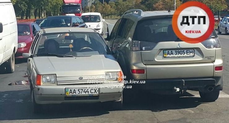 В Киеве столкнулись Mitsubishi, Hyundai и ЗАЗ (фото)