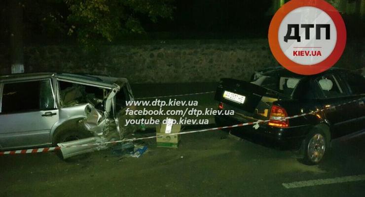 В Киеве Opel Astra протаранил припаркованные авто (фото)