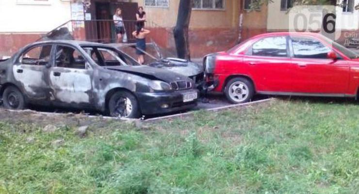 В Днепропетровске взорвались два автомобиля