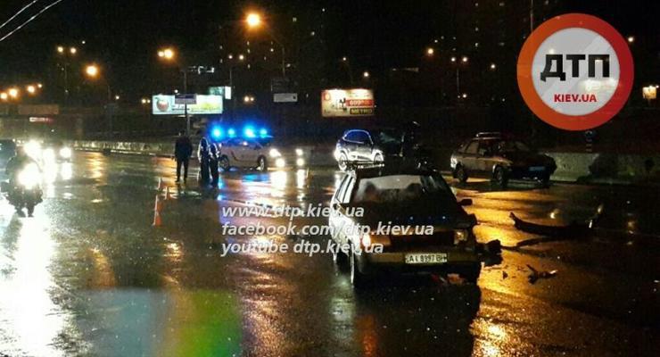 В Киеве женщина-водитель Porsche Cayenne устроила аварию (фото)