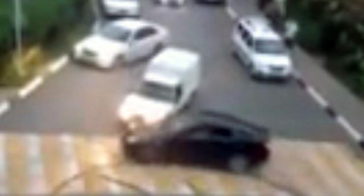 В России автохулигана на Lexus взяли на таран (видео)