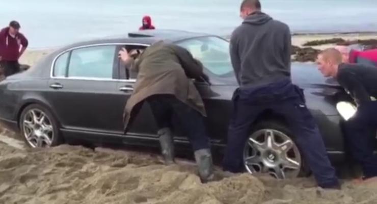 В Англии пять часов вытаскивали с пляжа россиянина на Bentley (видео)