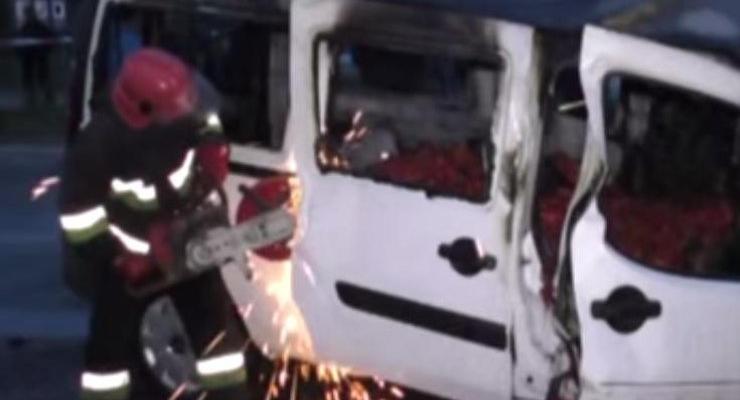 В Черновицкой области столкнулись Fiat и Mercedes, есть жертвы (видео)
