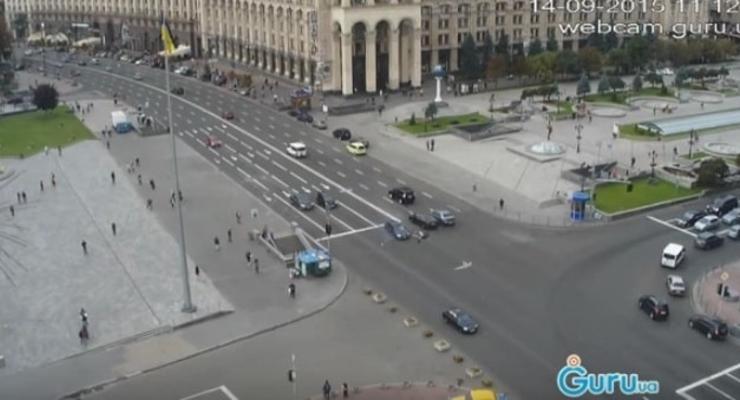 На Майдане автомобиль сбил двух девушек (видео)