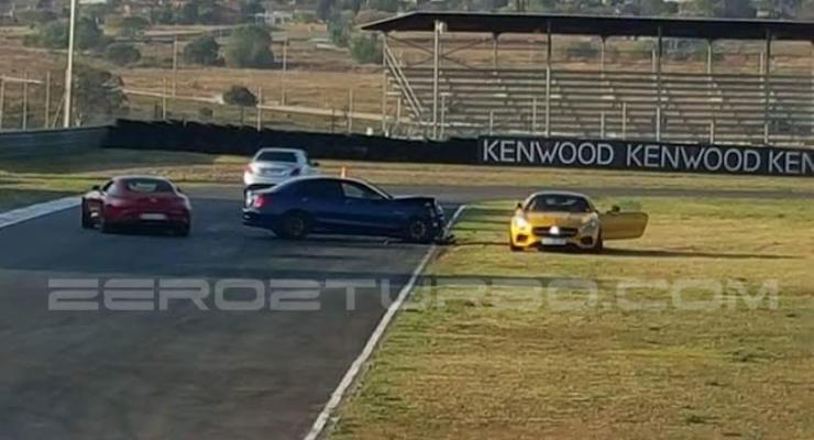 Сотрудники Mercedes разбили два спорткара на глазах у покупателей (видео)