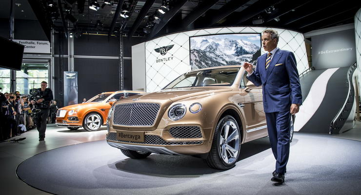 Компания Bentley представила свой первый кроссовер (фото)
